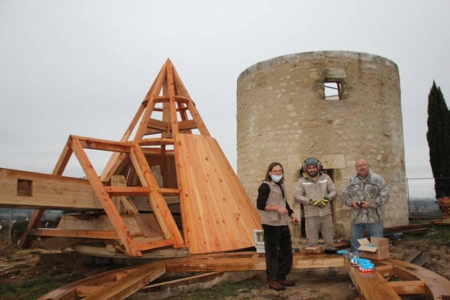 Moulin à vent et sa toiture