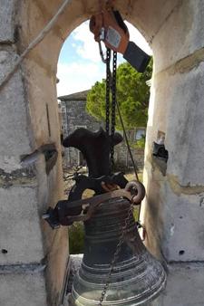 Cloche en travaux sur un clocher