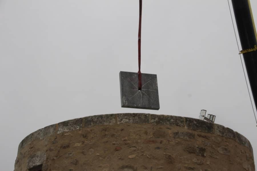 Meule mise en place dans un moulin