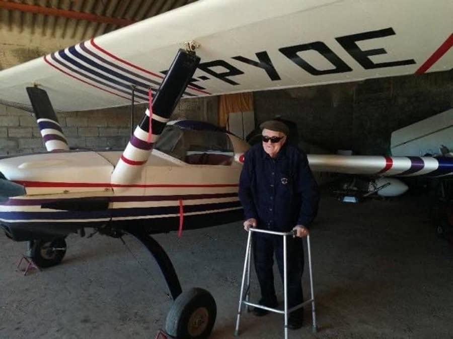 Ancien pilote et son avion
