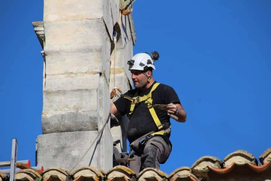Campaniste sur un clocher