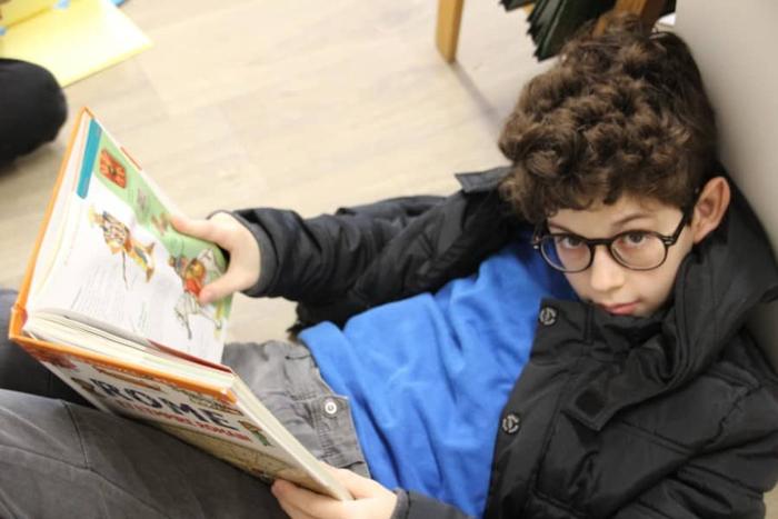 élève lisant