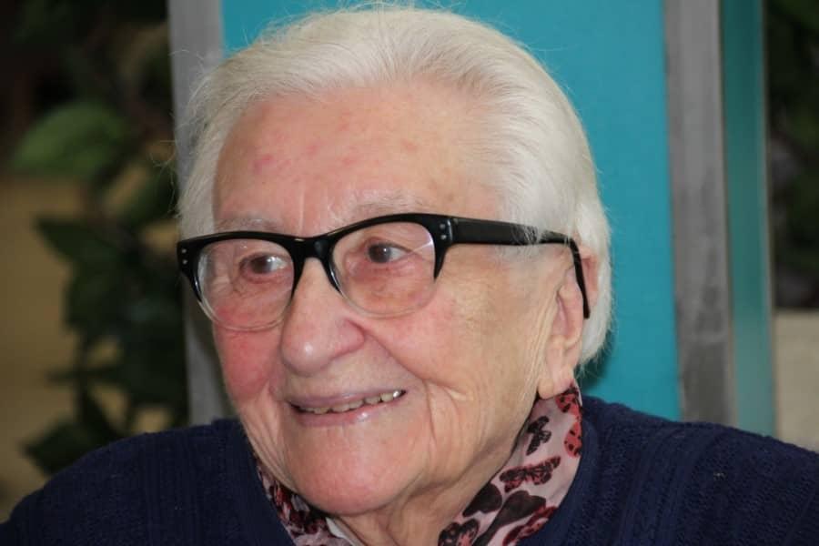 Personne âgée souriante