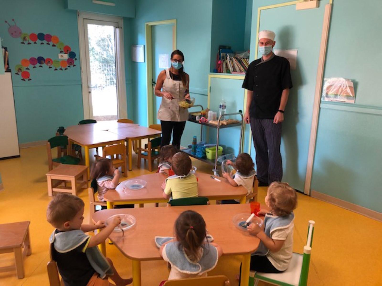 Enfants dans une crèche