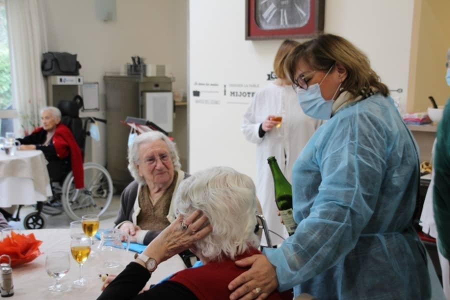 Personnel soignant dans un Ehpad